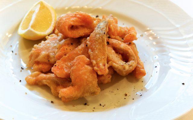 画像: 鮭と白身魚のフリット オステリア・ルッカ: 桝谷 周一郎 シェフ www.osteria-lucca.com