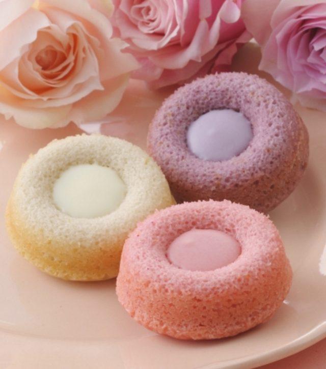画像: 商品名:「スプリングフィオーリ」(■) 価 格: <3種4個入>¥500(税込¥540)、 <3種5個入>¥800(税込¥864)、 <3種8個入>¥1,000(税込¥1,080) 特 長: 小さな花をイメージしてつくったフルーツ&ローズが香るプチケーキ。カラフルなおいしさをお楽しみいただけます。