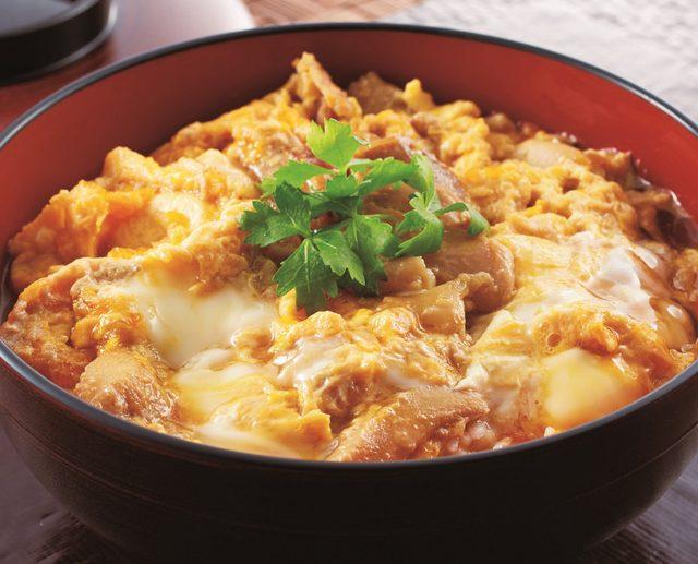 画像: 秋田「秋田 比内や」比内地鶏親子丼 1人前 1,080円(税込) 比内地鶏の鶏肉と卵を使った親子丼を、会場でお召し上がりいただけます。