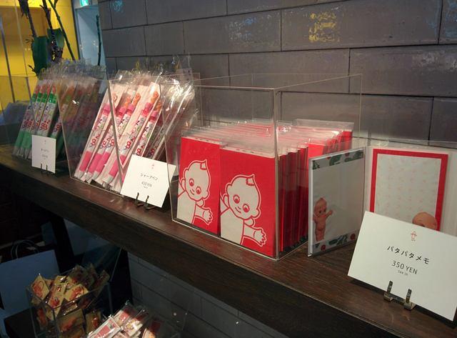 画像: 店内ではグッズも販売しています