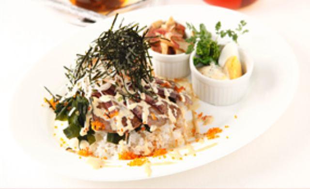 画像: 炙り三崎まぐろと旬野菜のマヨDON 1,100円〈3/16ー3/31まで提供〉 マヨ1グランプリの準グランプリメニュー(神奈川県代表)をアレンジ。三崎まぐろに旬の野菜とわかめを合わせたマグロ丼です。わさび風味のマヨネーズでさっぱりと。