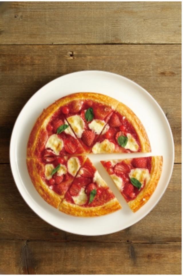 画像: ピザブリオッシュ 一切れでも満足感が得られるピザ型スイーツ。 フルーツとコンフィチュール、マスカルポーネチーズをブリオッシュ生地で焼き上げ、ミントをトッピングしました。パーティに持って行けばきっと盛り上がります。