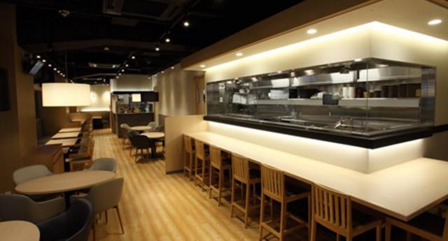 画像: 「ツマミグイ 新橋店」(東京都港区新橋2-5-6大村ビル1階) ツマミグイは「おすしの時間を新しく。」をコンセプトに、こだわりの素材を独創的で多彩なメニューとして提供する、今までにないスタイルのカジュアルスシダイニングです。洗練された居心地の良い店内で、豊富なアルコールと共に、魅力的な料理の数々を納得の価格でお楽しみいただけます
