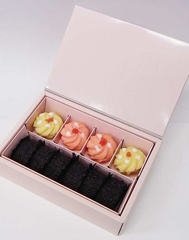 画像: 【プティフールE:3種10個入 1,404円(税込)】 フランボワーズ、プラリネの2種のソフトクッキーとチョコレートを纏った人気のガトーアナナを詰め合わせました。 販売期間:2016年3月1日(火)~3月14日(月)