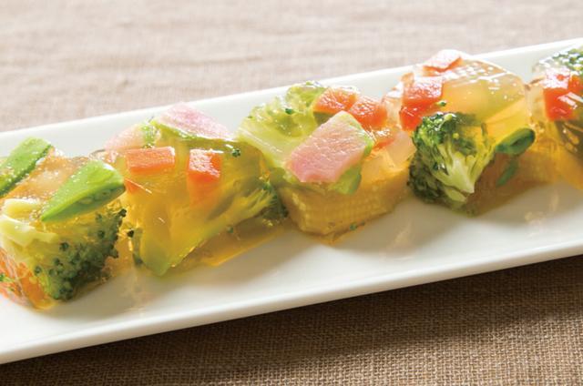 """画像: ・春色コラーゲンゼリー 春らしい彩り鮮やかな野菜と""""ボーンブロス""""の旨みを感じていただける、見ても食べても楽しいゼリー。野菜とともにコラーゲンも摂取できる女性にお薦めの一品です。"""