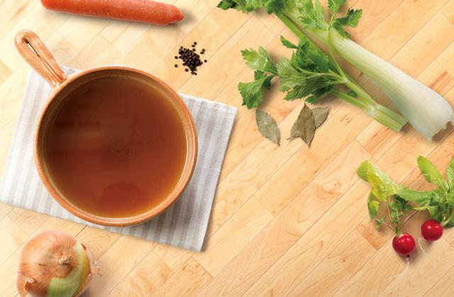 """画像: ・コラーゲンたっぷりボーンブロススープ 牛の骨から煮出した、コラーゲンたっぷりのスープ。シンプルに""""ボーンブロス""""をお楽しみいただけるスープです。"""