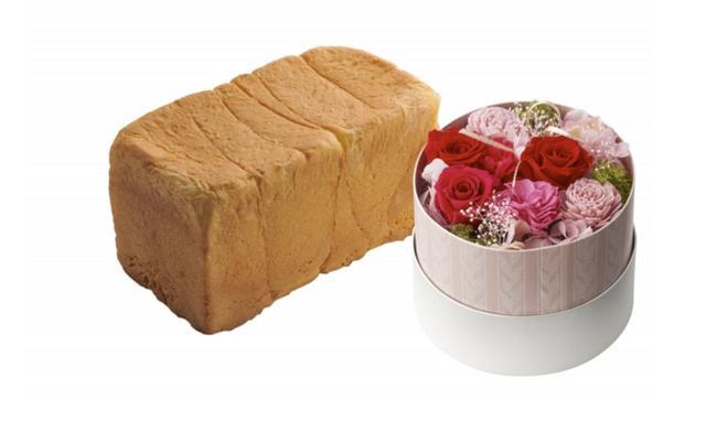 画像: ⑥母の日ブレッドギフト~ブーケ~ 6,067円(税込)送料無料 一度食べると、きっとファンになる。ルタオだけの食パンとお花をセットに。「北海道生クリーム食パン」と、プリザーブドフラワーアレンジ「ブーケ」。