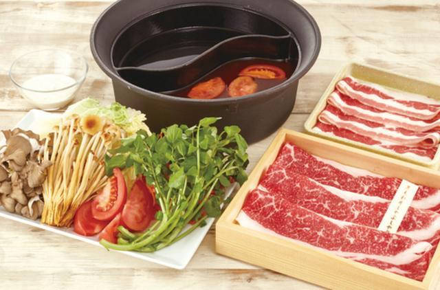 画像: 『トマトと黒毛和牛のすき焼きセット』について ◎販売価格:1人前 2,980円+税 ◎セット内容: ・おだし2種:トマトすき焼き風だしと10種類の中から、もう1つお好きなおだしを選べます。 ・お肉:黒毛和牛しゃぶしゃぶ 1皿、温野菜牛カルビ 1皿 ・国産野菜食べ放題:<期間限定>トマトとクレソンの野菜盛り含む、国産野菜メニュー25種類 ・鍋肴(サイドメニュー):押し豆富、もちもち揚げ豆富、もちしゃぶ ・〆のお食事:<期間限定>坦々パスタ ・デザート:1品(5品から選べます) ※国産野菜のみ食べ放題となります。 ※1人前 プラス1500円+税で、食べ放題にもできます。(お肉10種類など70種類以上が食べ放題) ◎販売期間: 2016年3月24日(木)~2016年6月1日(水)予定