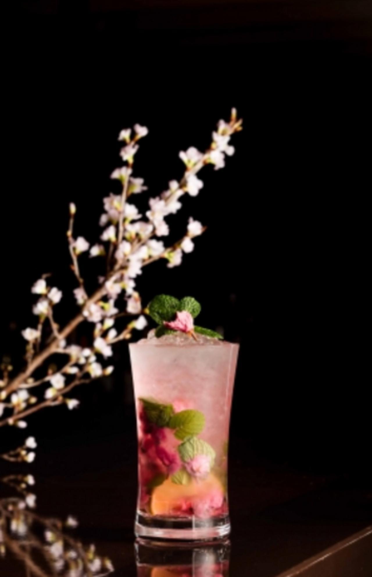 画像: 桜モヒート Sakura Mojito 桜リキュール/桜の塩漬け/ミント/ライム/ソーダ