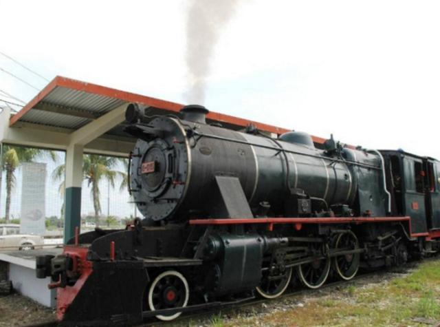 画像: 第10位 北ボルネオ鉄道-蒸気機関車で行く半日観光ツアー <コタキナバル発> 2008年より線路補修工事の為運休していた北ボルネオ鉄道が再開しました。 コタキナバル市内にほど近いタンジュンアル駅~パパール駅まで往復77kmの列車の旅をお楽しみいただきます。車窓から眺めるボルネオ島の景色も抜群です! www.veltra.com