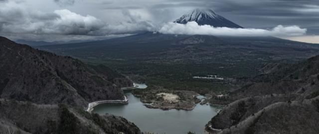 """画像: Mt.Fuji,Japan一度は焼かれた地が1200年の歳月を経て""""樹海""""と呼ばれる森と生まれ変わり、続く未来へと進化を続ける。"""