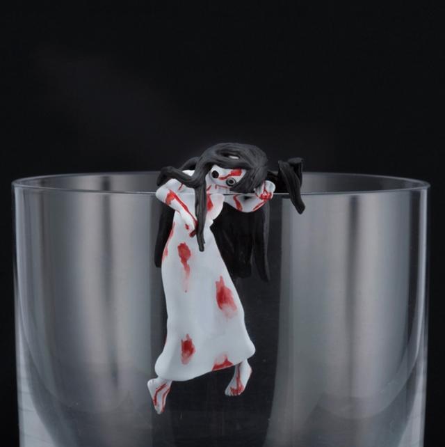 画像5: 「呪いのフチの貞子」と「呪いのフチの伽椰子」が劇場前売り特典として恐怖のフチから這い出る!!