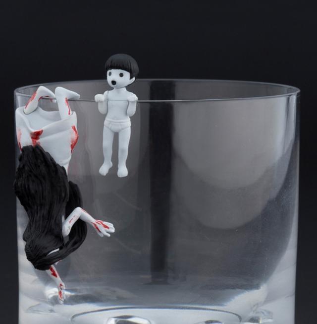 画像6: 「呪いのフチの貞子」と「呪いのフチの伽椰子」が劇場前売り特典として恐怖のフチから這い出る!!