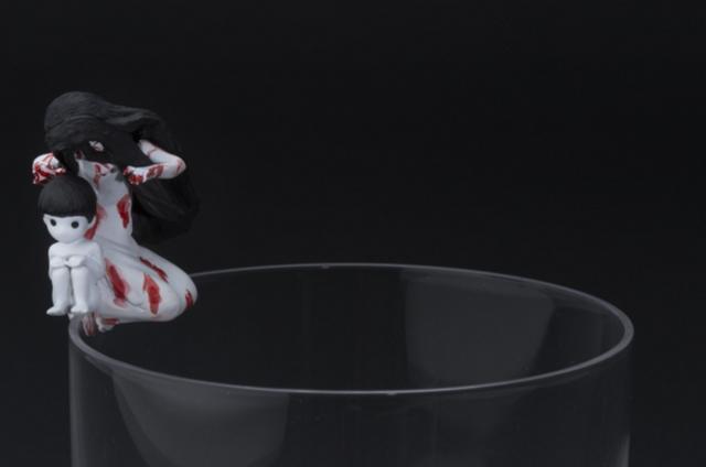 画像2: 「呪いのフチの貞子」と「呪いのフチの伽椰子」が劇場前売り特典として恐怖のフチから這い出る!!