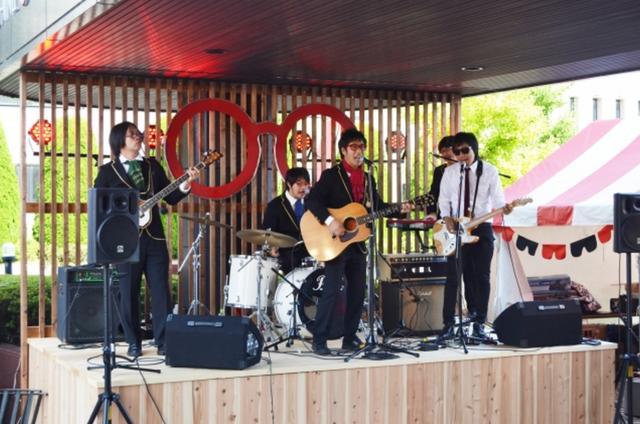 画像: 『めがねフェス』のために結成されたバンド「THE メガネーズ」など総勢11 組のアーティストが会場を盛り上げます。また、28 日夜の「めがねナイト」では、福井県での名を馳せているファンキーなグループ、JB ORGA BAND とそのメンバーがパフォーマンスを行います。(ライブステージは28日、29日のみの開催となります。)