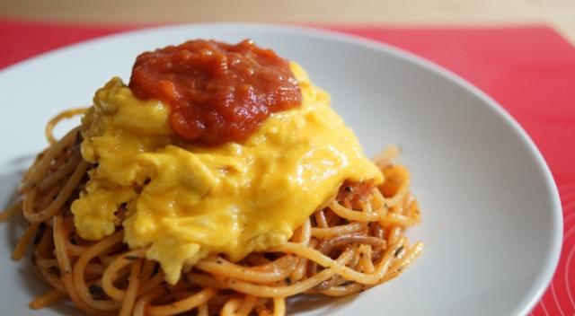 画像: 【福岡】 『ふわとろ卵とピュアトマトソースの焼きパスタ』/ビアンカ・ママの焼きパスタ 濃厚な麺の旨味とピュアトマトの酸味がふわとろ卵と合わさって最高!世界で唯一の調理法! これが真の焼きパスタ!!