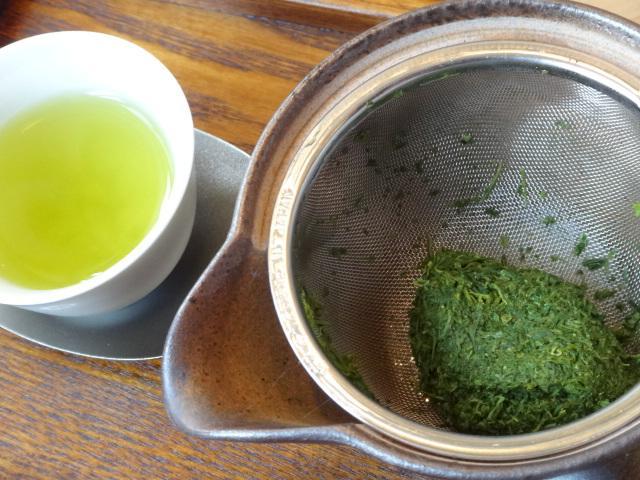 画像: 1杯目を淹れ終った茶葉。最後の1滴まで旨味を抽出した感満載!