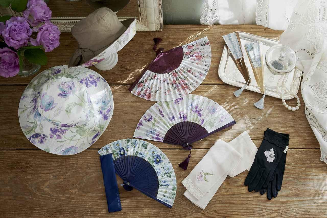 画像: ファッション アクセサリー レンジ 『Fashion Accessories Collection』 ファッション アクセサリーズ コレクション リバーシブル可能な帽子やカラフルな扇子、UV手袋など、上品な花柄のアイテムが揃います。
