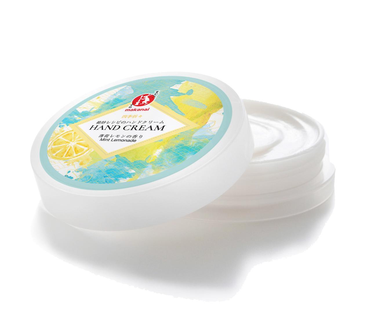 画像: 絶妙レシピのハンドクリーム(薄荷レモン) 天然成分でできたハンドクリームは、人気No1のアイテム。肌なじみが良く、つければスッとなじんでべたつきません。 冷蔵庫で冷やせば、香りと相まって、ひんやりスーッとなじむ付け心地を実感できます。 【容量/価格】50g/¥1,500 【全成分】 水 、グリセリン 、カリ石けん素地 、ホホバ油、スクワラン、ハイブリッドヒマワリ油、シア脂、カキ葉エキス、水添レシチン、ダイズステロール、デキストリン、グルコシルセラミド、加水分解卵殻膜、トコフェロール、 ヒノキチオール、エタノール 、ハッカ油、レモングラス油、ラベンダー油、キサンタンガム