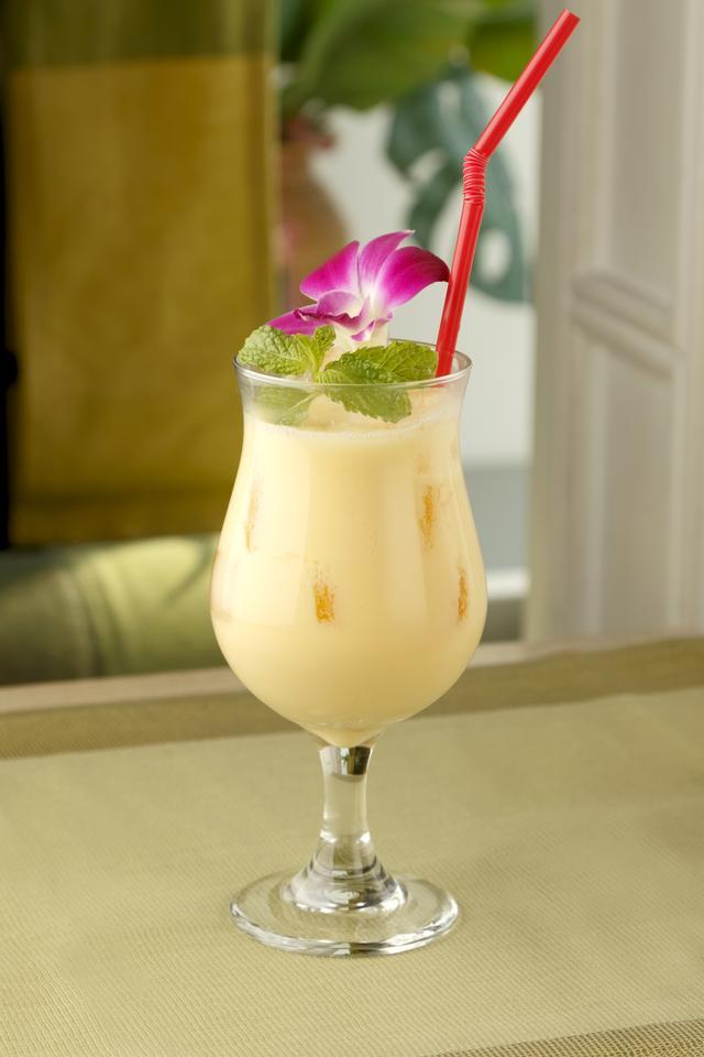 画像: 【10F】ジムトンプソンズテーブル タイランド(タイ料理) トロピカルラッシー 972円(税込) ≪ディナータイム≫ 「明治おいしい牛乳」のフレッシュさと風味に、南国を思わせるトロピカルジュースをブレンドした、暑い国「タイ」らしいラッシーです。飲み易くスッキリとしたオリジナルカクテルで今年の梅雨を乗り切りましょう。