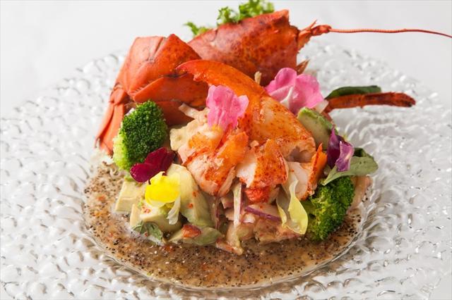 画像: オマール海老とアボカドのサラダ~チアシードドレッシング~ 1,400円 新鮮なアボカドと話題のチアシードドレッシングでヘルシーさもプラスしました。