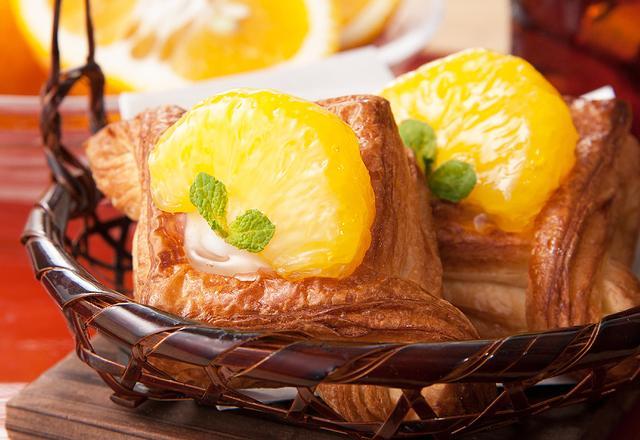 画像: ◆MIYABIデニッシュ甘夏 250円(税込)【期間限定】 みずみずしい国産甘夏のシロップ漬けをバターリッチなMIYABIのデニッシュ生地にのせました。北海道産ヨーグルトクリームの酸味と甘みが、甘夏のさっぱりとした味を引き立て、トッピングのミントが爽やかさを添えます。