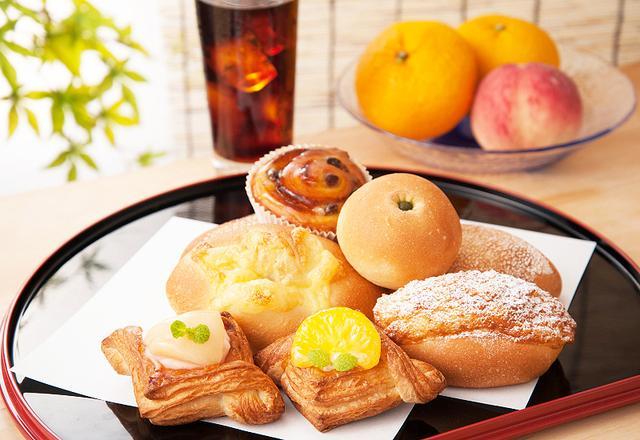 画像: 夏だけ限定!旬の果物を使用したデザート感覚の期間限定パンが登場!
