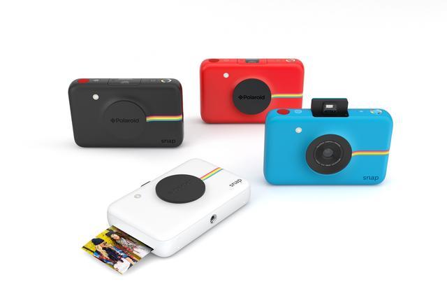 画像: Polaroid Snap (ポラロイド スナップ) 色     ブラック、ブルー、レッド、ホワイト 価格(税抜) 16,000円 機能    インスタントデジタルカメラ シャッターを押すとその場で写真をプリントできるというPolaroidの革新的な技術を残しつつ、 撮った写真をデジタルでも保存します 発売日   6月10日(金) 場所    SBSオンラインショップにて発売開始※3