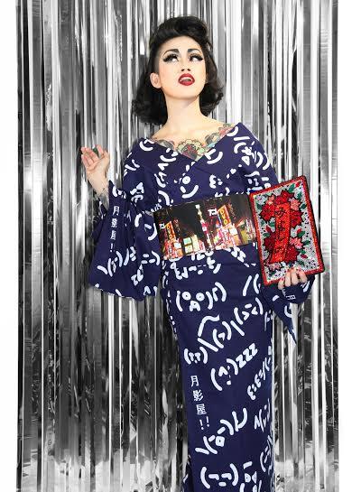 画像: 絵文字の浴衣・紺 ¥51,416(税抜) 秋葉原の半巾帯 ¥53,047(税抜)