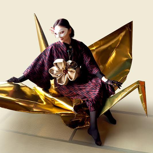 画像: 【7/9限定】大人も乗れる巨大折り鶴