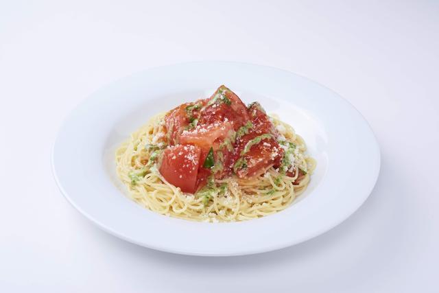 画像: トマト約1個分が入った冷製カッペリーニ   699円(税抜)