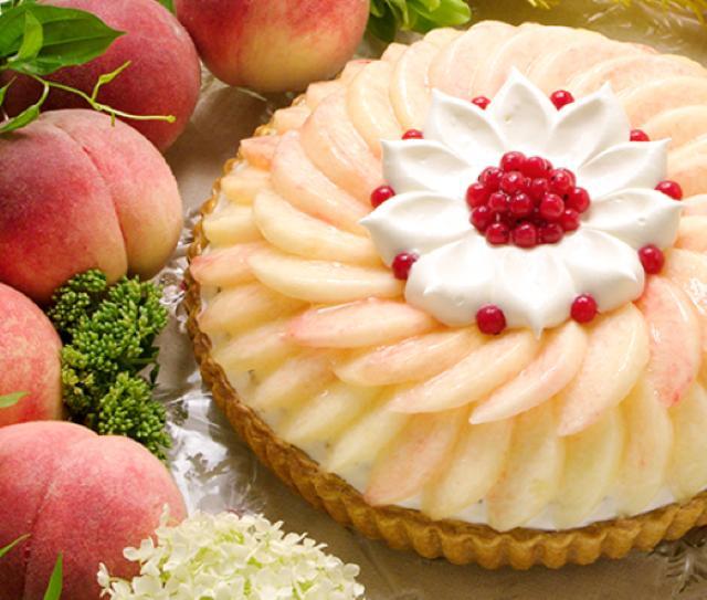 画像: 大糖領のティラミス ~カフェラテ風味~ piece:943円 whole(25cm):8,964円 桃の王国として名高い山梨県御坂、その御坂から出荷されるブランド桃「大糖領」を使用した特選タルトです。高糖度のものだけを厳選した高品質の桃は栽培時に地面一面にビニールシートを敷き太陽光の反射も利用した特別な方法で育てられています。