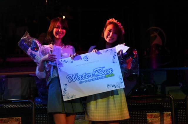 画像: こちらはNo.140 渕上舞さん(左)、No.116幸村祐里さん(右)が受賞しました! 受賞した2名にはウォーターランのチケット2名様分とウォーターランオリジナルグッズが贈られます。