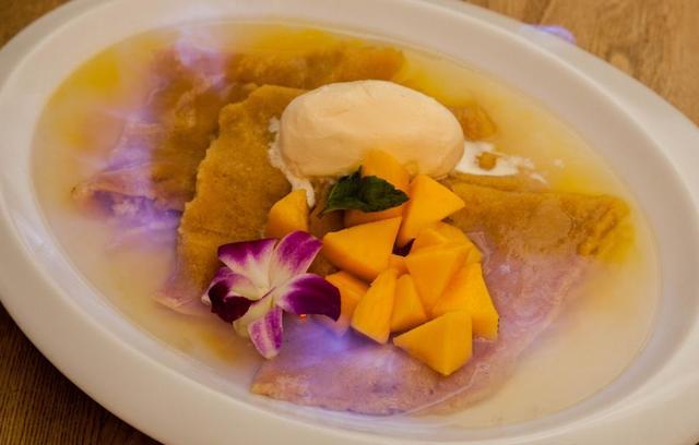 """画像2: """"完熟沖縄マンゴー""""がたっぷりの季節のデザートはいかが?"""