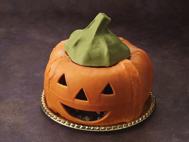 画像: ホワイトチョコレートで作られたジャック・オ・ランタンを外すと…