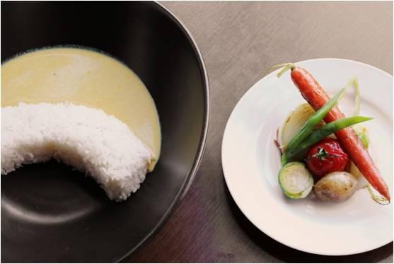 画像: 夏野菜ダムカレー(北海道豊平峡ダム) 北海道にある豊平峡をイメージしたアーチ型のご飯に銀座プラチナカレーを注ぎました。サイドメニューには北海道の旬の夏野菜をフランス料理の基本調理法「ロースト」で調理しました。 《食材》 北海道産野菜