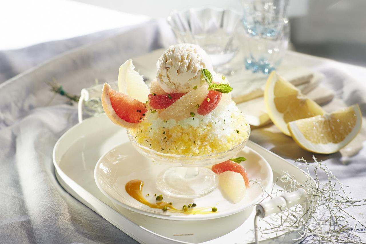 画像: パッションフルーツグラニテ with Häagen-Dazs macadamia nut ice cream ¥880(税抜き)