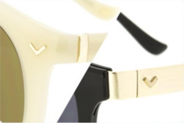 画像: フロントやテンプル(つる部分)には、里奈さんのアクセサリーブランド「Latia」(ラティア)のピアスとお揃いのモチーフ「V」マークを施しました。