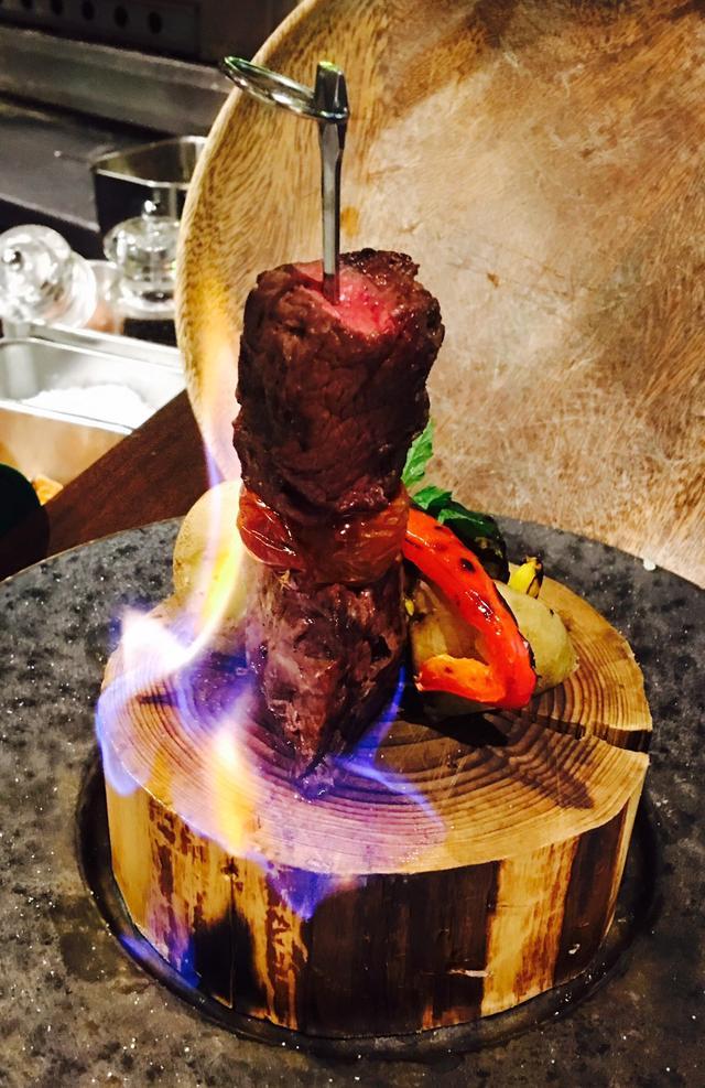 画像: ◎ブラックアンガス牛 サーロインマデラソース 1,300円(税込) ポルトガル マディラ島のお酒「マデラワイン」を使ったお肉の高級ソース。 薪香る、お肉との新しい出会いをお楽しみください。