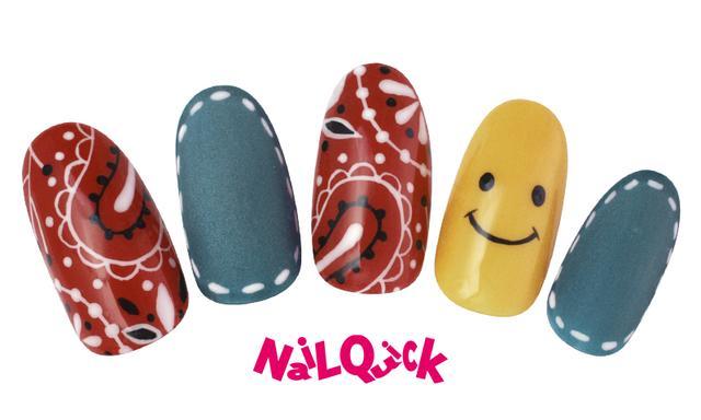 画像: ▲赤のバンダナ柄×デニムネイルで夏らしく♪薬指のニコちゃんが、さらにPOP&CUTE♥