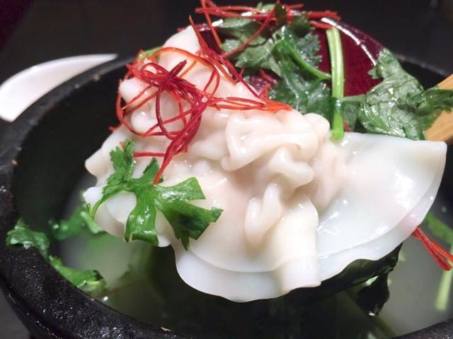 画像: 石鍋パクチー水餃子