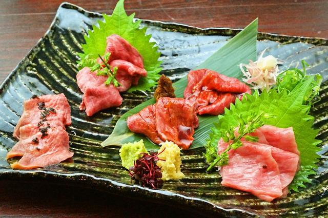 画像: 京都肉 肉刺し5種盛り合わせ 2300円