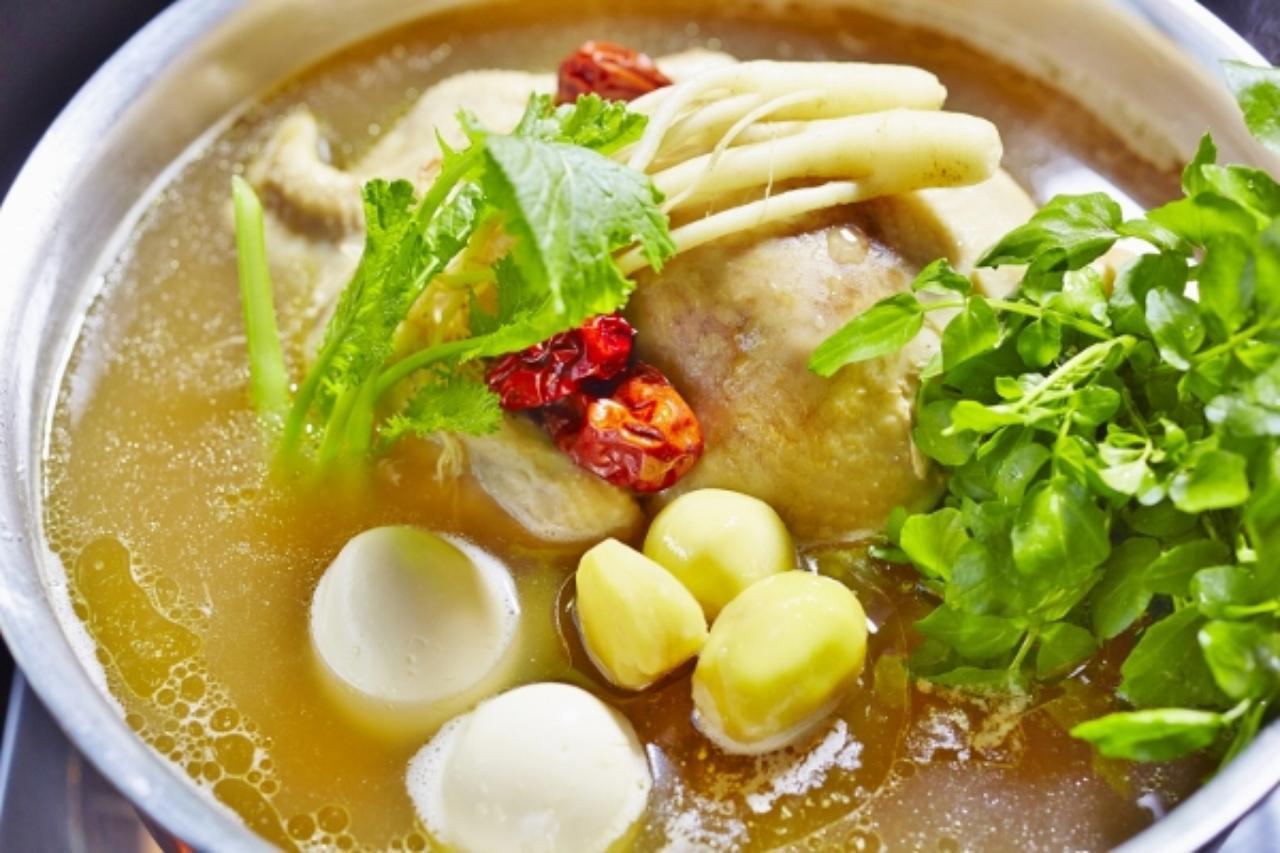 画像1: ほろほろ鳥の黄金スープと高麗人参のコラボレーション「高麗人参ほろほろ鍋」登場