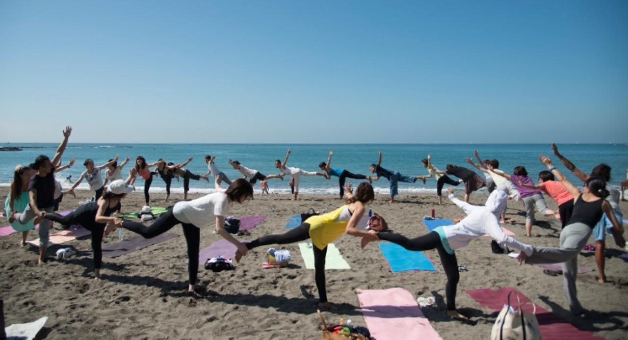 画像: Love Beach, Love Yoga. ビーチヨガの祭典 開催!