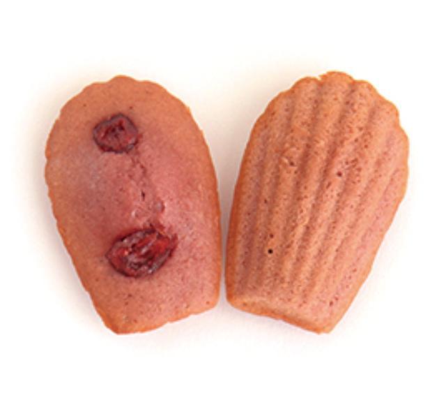 画像: 1) ベリーベリー Berry Berry 235円(税込) 甘酸っぱいラズベリーの生地にクランベリーをトッピングしたピンクの可愛いマドレーヌ。着色料、香料無添加の自然なベリーの味をお楽しみください。