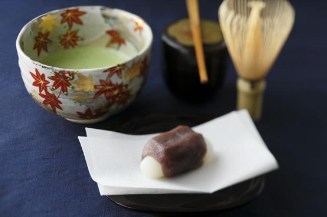 画像: 抹茶と月見団子をセットにした「お月見セット」