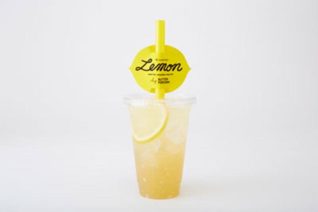画像: ■ブルックリンレモネードジェリー 380円 自家製レモンシロップで作るレモネード。 レモンの酸味をきかせた、ぷるぷるゼリーの食感が楽しいオリジナルドリンクです。 ■ブルックリンレモネード・M 280円 ■ブルックリンレモネード・L 380円 自家製はちみつレモンシロップを使用した、 優しい甘さと酸味が夏にぴったりのさわや かドリンクです。