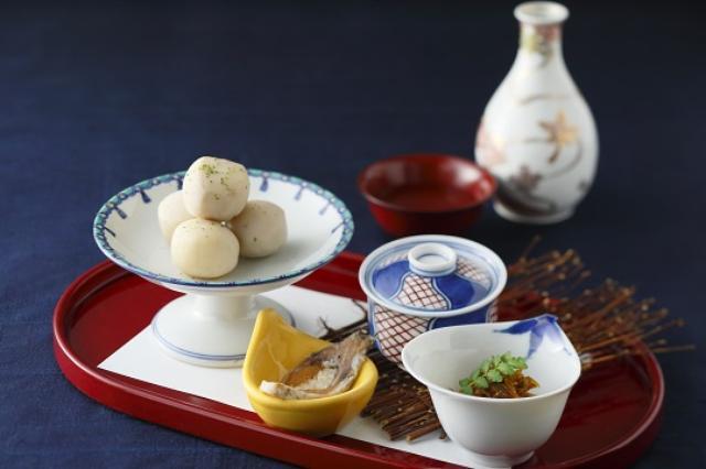 画像: ■カフェオルオル 琵琶湖の絶景も味わえる「カフェオルオル」では、月見セットを2種類販売いたします。里芋煮などの小鉢と地酒をセットにした「月見酒セット」はお酒を嗜みながら、抹茶と月見団子をセットにした「お月見セット」は滋賀県産の抹茶を楽しみながら月見観賞していただけます。 更に9月13日(火)~9月25日(日)の期間は株式会社ビクセン「宙ガール」の協賛で、天体望遠鏡、双眼鏡をご用意しておりますので、迫力のある月の姿を楽しむことができます。 【期間】2016年9月1日(木)~9月25日(日) ※天体望遠鏡、双眼鏡の無料貸出しは9月13日(火)~9月25日(日) 【場所】13F カフェオルオル 【時間】11:00~22:00(L.O.フード21:00/ドリンク21:30) 【料金】月見酒セット¥1,800/お月見セット¥600(消費税・サービス料込) ※売り切れ次第終了とさせていただきます。