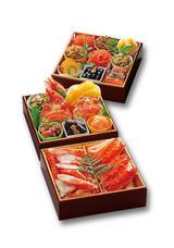 画像: 「和風海鮮おせち 北海道 たらば蟹」(冷凍) 24,000円(消費税・送料込) 食べ応え満点。たらば蟹を堪能できる和風海鮮おせち。 北海道産の食材を中心に盛り込んだ、海鮮づくしのおせちです。大ぶりのたらば蟹の身は食べ応えがあり、堪能できます。一品一品蓋付カップ入りなので、食べたいものを個々に解凍できます。