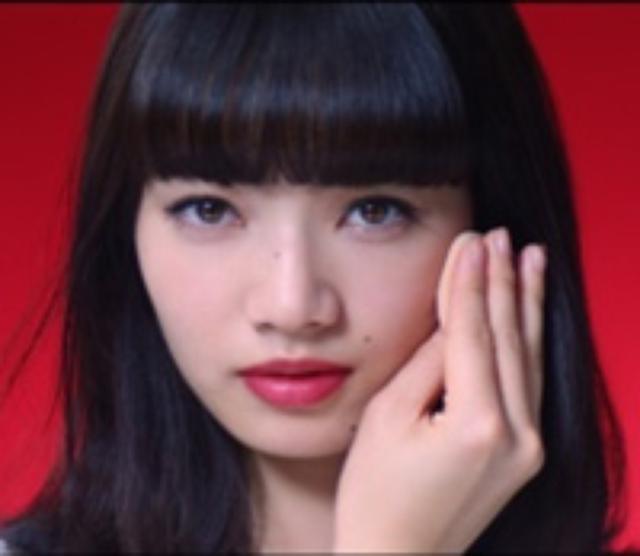 画像: ナナ(小松菜奈さん) 1991年9月生まれ・乙女座 インテリアデザイン会社のアシスタント。サバサバしていて男前な性格。最近、もうかわいいだけじゃダメなのかも?と思い始めている。